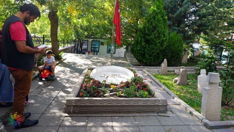 Hamamönü görülmesi gereken yerler Muhsin Yazıcıoğlu mezarı