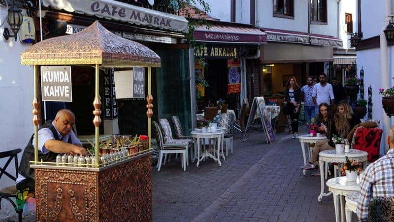 Hamamönü kumda Türk kahvesi