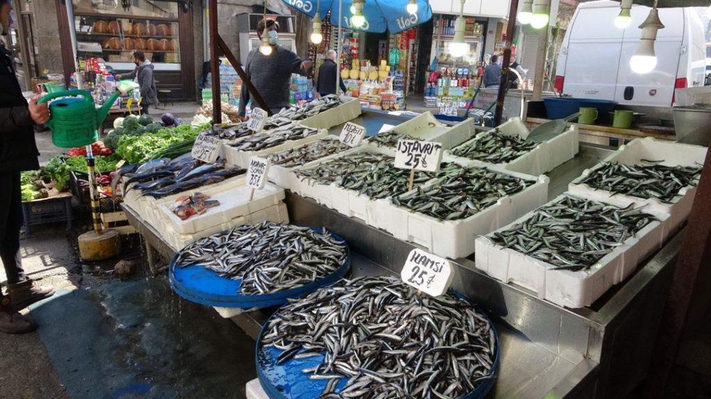 Trabzon'da hamsi lüks oldu:Balıkçılar da vatandaşlar da umudunu kesti